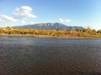 Rio Grande mit Sandia Mountain