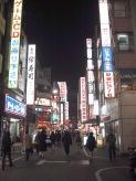 eine der vielen Einkaufsmeilen in Tokyo