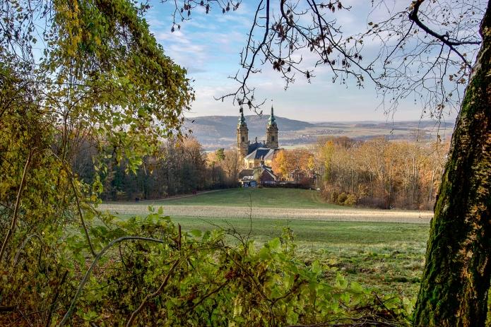 Blick auf die Basilika Vierzehnheiligen und das Obermaintal
