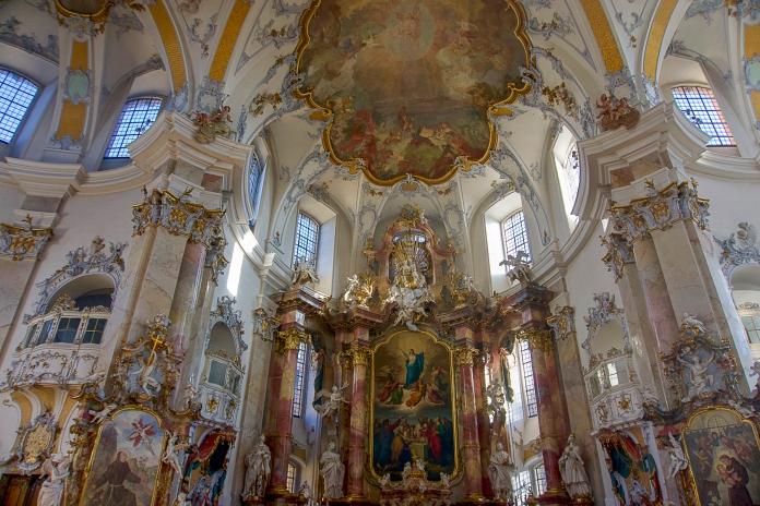 Der Altarraum der Basilika Vierzehnheiligen