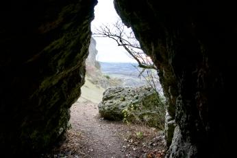 """Ausblick aus der Höhle bei der """"Steinernen Frau"""""""