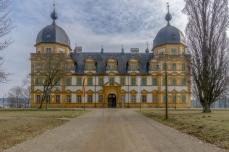 Schloss Seehof, Front mit Haupteingang