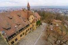 Blick von Turm auf den Innenhof und die Stadt Bamberg