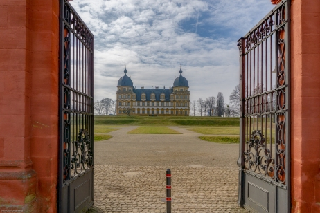 Eingang zum Schloss Seehof