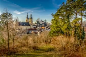 Hoch oben über dem Wiesenttal liegt Gößweinstein mit seiner berühmten Basilika und der Burg⠀⠀ ___________________________________⠀⠀⠀⠀.