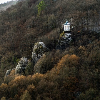 Der Prinz Ruppert Pavillon hoch oben über Streitberg im Wiesenttal