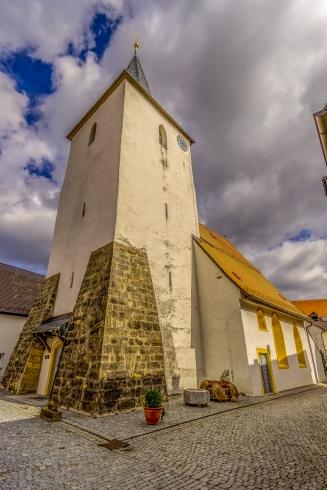 Glockenturm mit Schießscharten