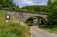 Alte Eisenbahnbrücke in Plankenfels