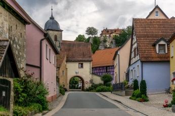 Betzenstein mit Stadttor und Burg