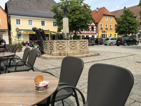 Marktplatz in Ebermannstadt mit leckerem Eis 😉