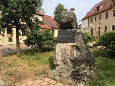 Gedenkstein an den Erfinder des Wiener/Frankfurter Würstchen Metzger Lahner aus Gasseldorf