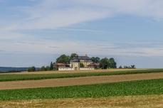 Blick hinüber zum Schloß Jägersburg