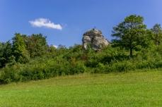 Blick hinauf zum Neubürg mit Gipfelkreuz