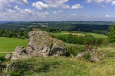 Blick vom Neubürg in westliche Richtung mit Gipfelkreuz