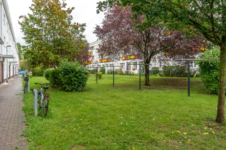Grünanlage zwischen den Häuserblocks, so wie sie schon immer war