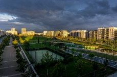 Europa-Park mit neuen Wohngebäuden am frühen Morgen