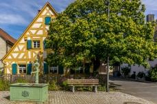 Fachwerkhaus in Mittelehrenbach mit altem Brunnen