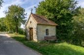 kleine Kapelle am Wegrand