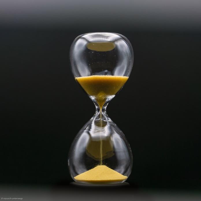 Zeit ist .....