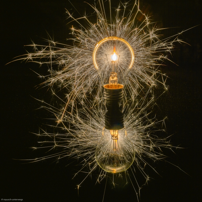 Die funkensprühende Glühbirne